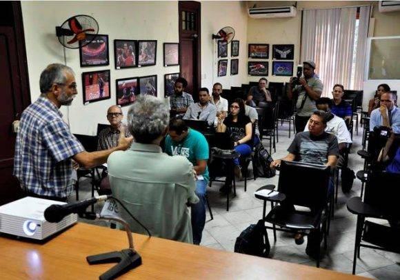 Algunos de los asistentes al Cubafoto 2016. Foto. Roberto Garaicoa Martínez./ Cubadebate