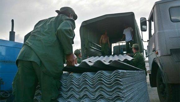 Arribo de los primeros medios y recursos para la recuperación de la ciudad de Baracoa, en la provincia de Guantánamo, tras el azote del huracán Matthew al extremo más oriental de Cuba, 8 de octubre de 2016. ACN FOTO/Juan Pablo CARRERAS/sdl