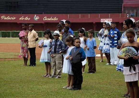 Algunas de las 90 parejas ganadoras de un festival de danzón. Foto: Cinthya García Casañas.