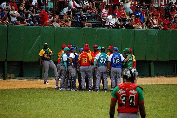 Más allá de la variedad de los uniformes, los jugadores demostraron la unidad del equipo. Foto: Cinthya García Casañas.