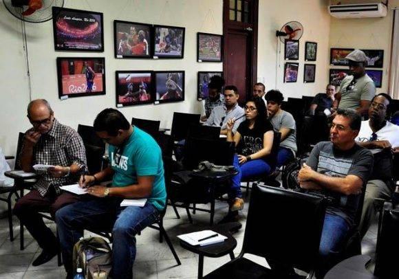 Algunos de los asistentes al Cubafoto 2016. Foto. Roberto Garaicoa Martínez/ Cubadebate
