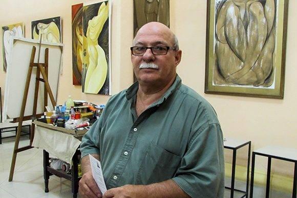 Sergio Roque Ruano, restaurador principal de la Sala de Conciertos, es director y guía principal de la galería. Foto: Cinthya García Casañas/ Cubadebate
