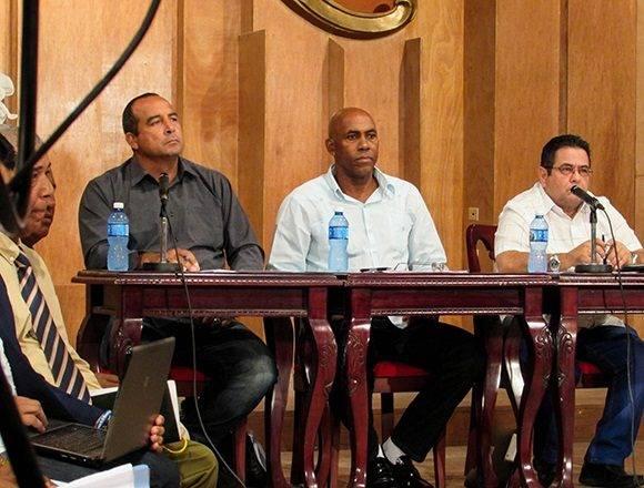Miembros de la Comisión Nacional de Béisbol presidieron la selección de los refuerzos. Foto: Cinthya García Casañas.