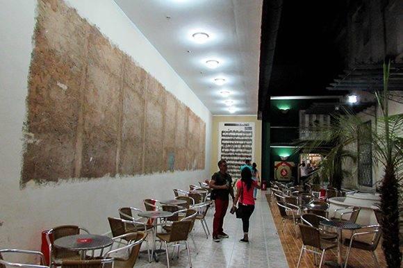 La sala cuenta también con una una gigantografía con la partitura de Las alturas de Simpson, danzón que se dio a conocer en 1879. Foto: Cinthya García Casañas/ Cubadebate