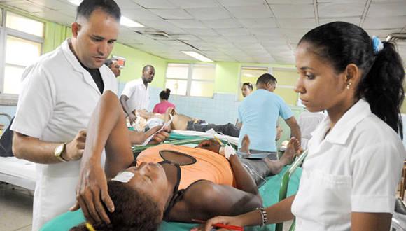 Los lesionados fueron trasladados al Hospital General Aghostino Neto, de la ciudad de Guantánamo. Foto: Leonel Escalona Furones.