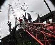 Algunas torres cayeron y ahora algunas brigadas de RadioCuba tratan de repararlas