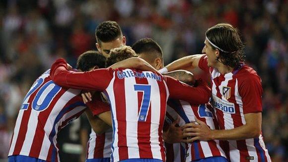 Carrasco festeja con Griezmann, que pese a ser el líder goleador del torneo con 6, se fue en blanco en este partido. Foto tomada de Marca.