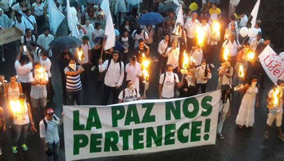 Marchan los colombianos a favor de la paz
