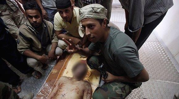 El cuerpo de Muammar Gaddafi es exhibido en un congelador en Misrata. Foto: Reuters/ Saad Shalash