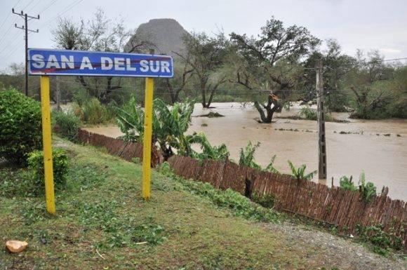 El río Sabanalamar desbordado.