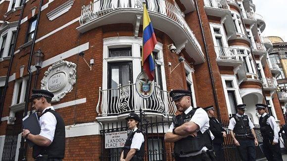 Embajada de Ecuador en el Reino Unido, donde se encuentra Julian Assange. Foto: Toby Melville/ Reuters.