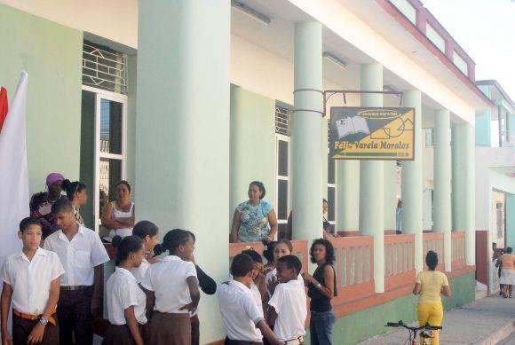 Por suerte, después de los embates de Matthew, el curso escolar se ha reanudado en algunos poblados. Foto: Archivo.