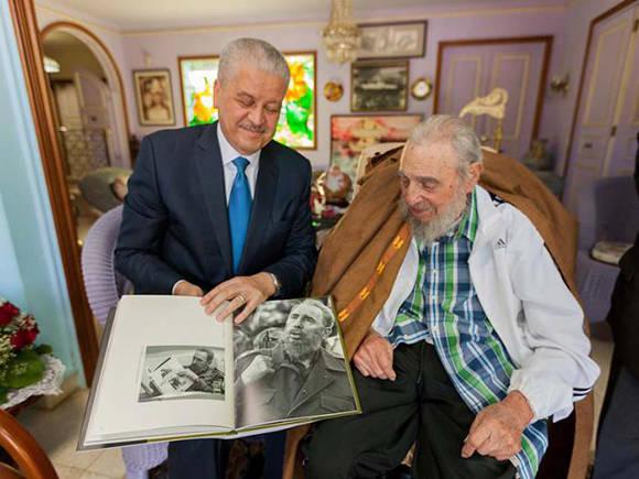 Fidel Castro sostiene cordial encuentro con Primer Ministro de Argelia
