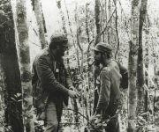 Fidel y el Che durante la guerra revolucionaria en la Sierra Maestra, en 1957. Fuente: Oficina de Asuntos Históricos / Sitio Fidel Soldado de las Ideas.