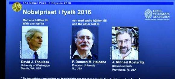 David Thouless, Duncan Haldane y Michael Kosterlitz. Foto tomada de 20 Minutos.