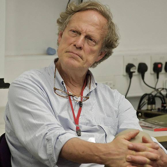 Muere Gavin Macfadyen, director de WikiLeaks y fundador del Centro del Periodismo de Investigación