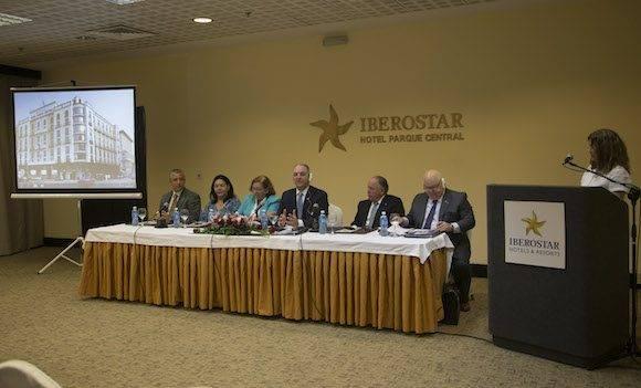 Foro empresarial entre empresarios cubanos y norteamericanos del estado de Louisiana. Gobernador Jhon Bel Edwar. Foto: Ismael Francisco