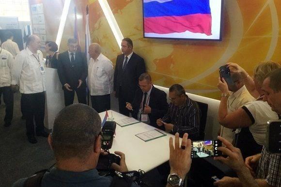 Durante la rubrica de los acuerdos entre Cuba y Rusia en FIHAV 2016.