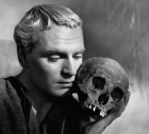 Imagen de Hamlet, de Laurence Olivier, 1948. Foto tomadade cinestonia.