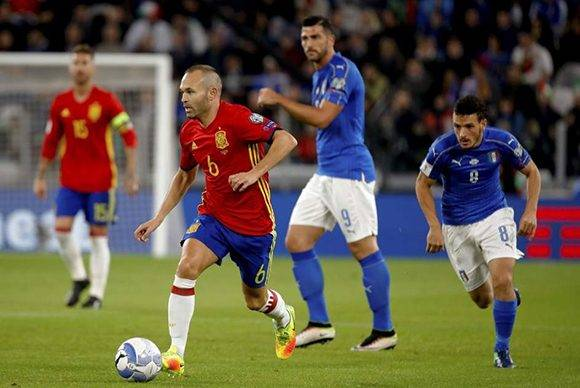 Iniesta fue uno de los mejores jugadores de España. Foto. EFE.