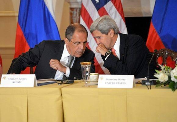 El canciller ruso, Serguei Lavrov y el secretario de Estado, John Kerry. Foto: Archivo.