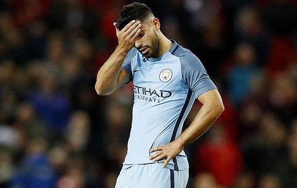 Guardiola sacó al Kun en la segunda mitad, pero no pudo empatar el choque. Foto tomada de Marca.