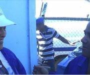 La Presidente de ETECSA, Mayra Arevich, junto a los trabajadores de su empresa que acometen las labores de recuperación en Guantánamo. Foto: Raúl Antonio Capote / El adversario cubano