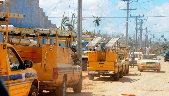 La ayuda que llega al municipio más oriental de Cuba luego de que se abrieron los pasos por carretera es fundamental. Leonel Escalona Furones/ Venceremos.