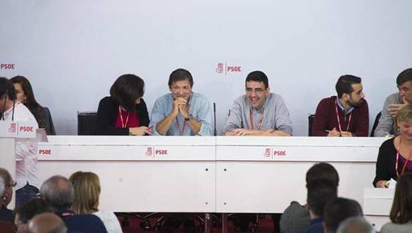 Los miembros de la gestora del PSOE, en el Comité Federal este domingo. Foto: ÁNGEL DE ANTONIO