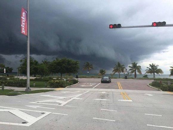 El cielo de La Florida anuncia la proximidad del huracán. Foto: @AndrewsAbreu.