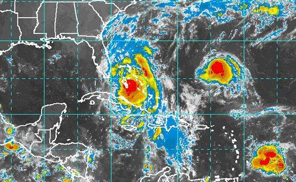 El huracán Matthew está sobre las Bahamas y todavía provoca lluvias e inundaciones costeras para Cuba. Fuente: NOAA.