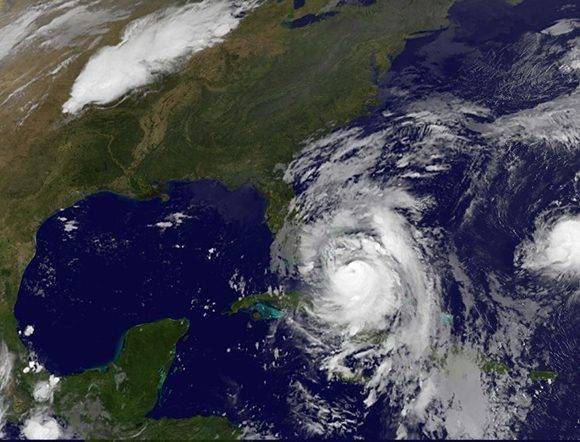 Matthew se dirige a la Florida a 19Km/h y se espera aumente otra vez a categoría 4. Fuente: GOES Project Science.