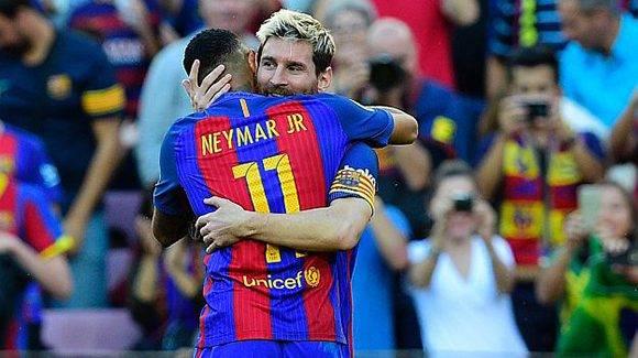 Messi celebra su gol con Neymar. Foto: AFP.