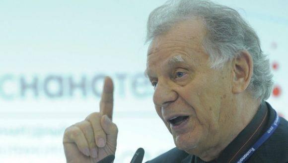 El académico ruso Zhorés Alfiórov, Premio Nobel de Física 2000