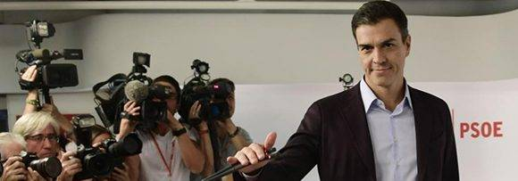 Pedro Sánchez en el momento de comenzar el discurso en el que anuncia su dimisión. Foto tomada de El Mundo.