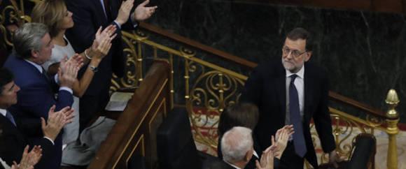 Rajoy reelegido presidente gracias a la abstención del PSOE