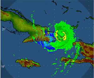 Imagen del radar de la Gran Piedra en Santiago de Cuba muestra cómo una parte del ojo se encuentra fuera de Cuba a las 12:30am. Fuente: INSMET.