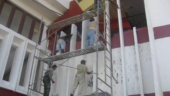 Reparaciones en el exterior del estadio. Foto: Claudia Díaz.