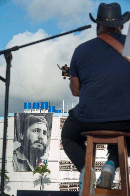 Kelvis Ochoa brindó su arte en el Centro Penitenciario Combinado del Este, 16 de octubre de 2016. Foto: Iván Soca / Cubadebate