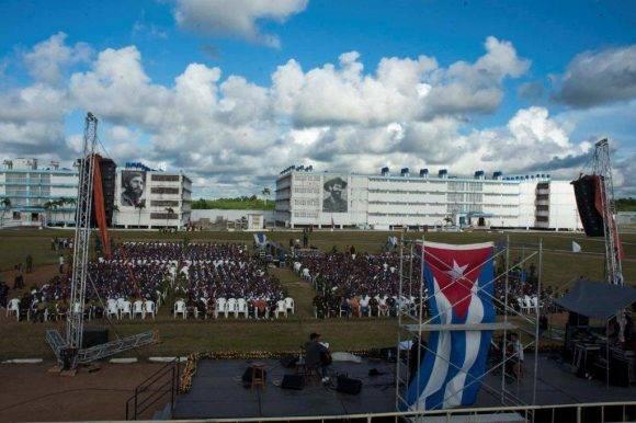 Silvio Rodriguez brindó su arte en el Centro Penitenciario Combinado del Este, 16 de octubre de 2016. Foto: Iván Soca / Cubadebate