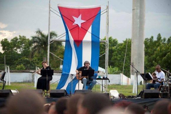 Silvio en su nueva Expedición por las penitenciarías cubanas. En el establecimiento penitenciario Jóvenes de Occidente, 14 de octubre de 2016. Foto: Iván Soca / Cubadebate