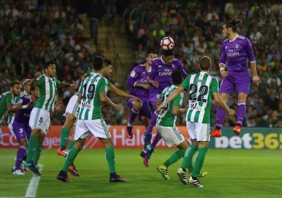 Varane anotó el primer gol del partido. Foto: Marcos del Pozo/ Reuters.