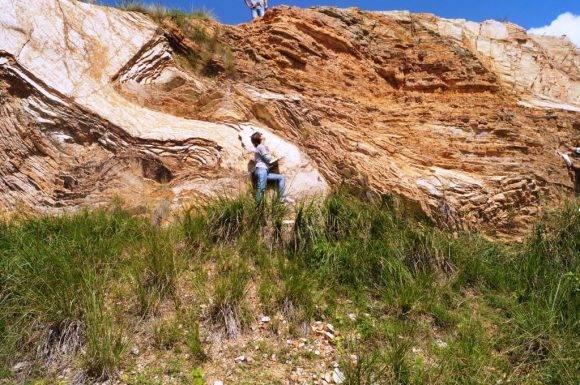"""Visita a la cantera """"La Sierra"""" con el propósito de visualizar un corte geológico muy completo de la formación Santa Teresa perteneciente a la UTE Placetas de edad Aptiano-Albiano.Foto Betty / Cubadebate"""