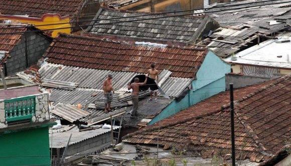 Baracoa se pone en pie. Foto: Alejandro Ernesto/ EFE