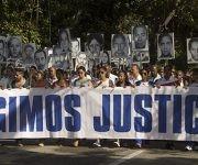 En horas de la mañana varios familiares de las víctimas de Barbados exigieron justicia. Foto: Ismael Francisco/Cubadebate.