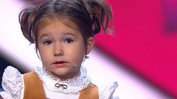 bella-nina-rusa-anos-que-habla-idiomas-1476898290000