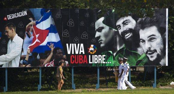 """Un cartel en La Habana proclama """"Viva Cuba Libre"""". Foto: Desmond Boylan/ AP"""