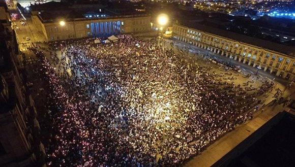 Miles de ciudadanos se movilizaron por las calles de Bogotá en defensa de la paz. Foto: @IvanCepedaCast.