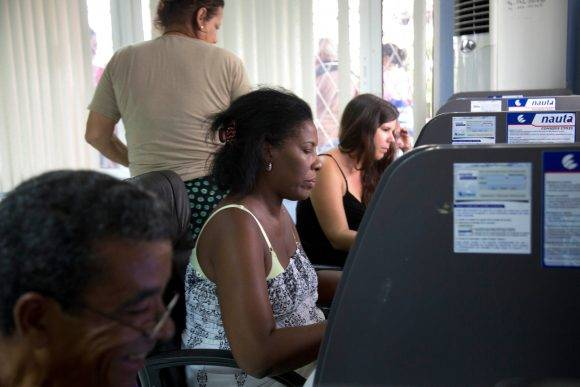 Cuba starts trial of internet in homes