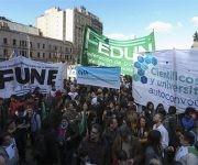 Manifestantes participan en una protesta contra los recortes en los fondos destinados a ciencia y tecnología. Foto: EFE.